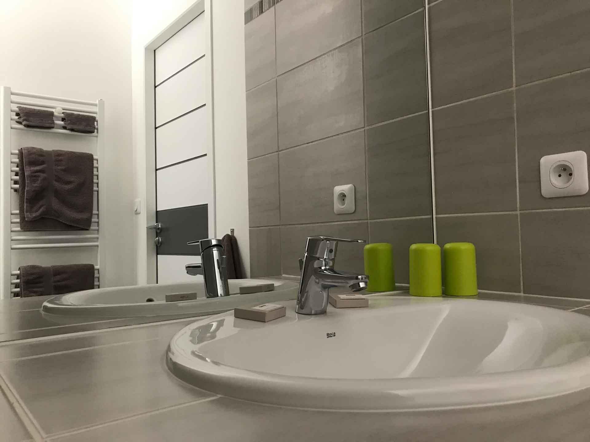 Photo Salle de bain chambre d'hôtes ZEN
